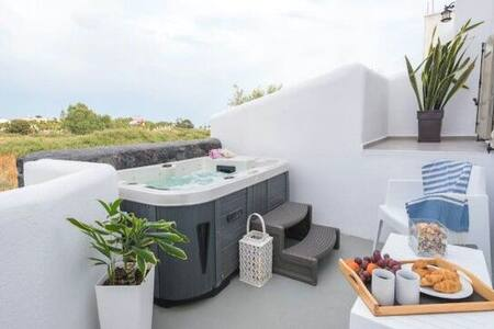 Villa Dina with private jacuzzi,close to the beach