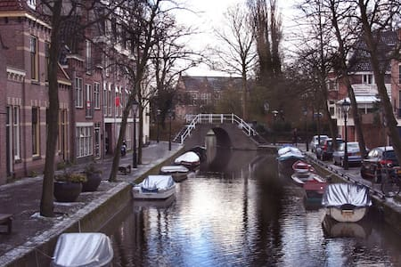 Canal view apartment in the centre of Alkmaar