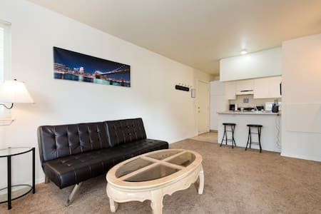 Downtown Apartment off greenbelt - Boise - Lägenhet