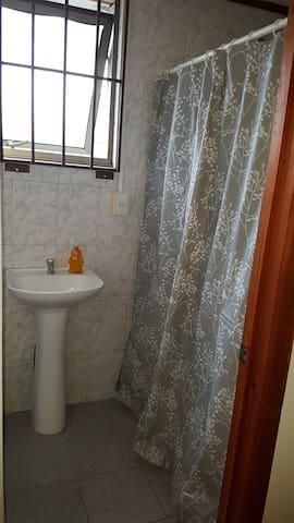 Habitación matrimonial céntrica con baño privado