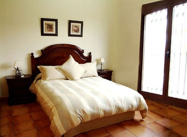 BED & BREAKFAST near to the Airport - Los Olivos - Casa