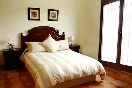 BED & BREAKFAST near to the Airport - Los Olivos - Rumah