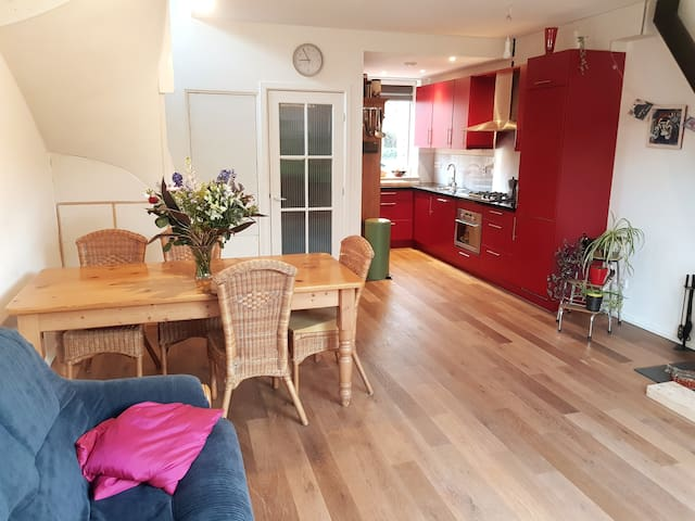 Spacious two-bedroom house with garden