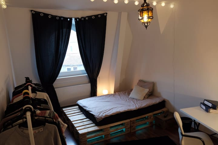 Cosy room in top floor - Southern city of Hannover