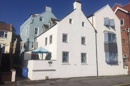 Shelstone Sandsend - Seafront  18th Century House