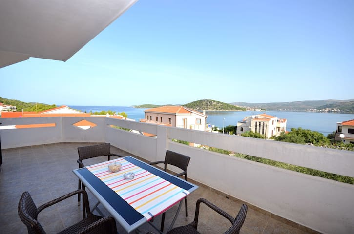One bedroom Apartment, 200m from city center, seaside in Razanj, Balcony