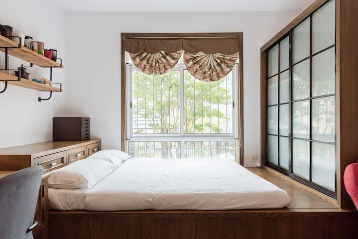适合需要两间房,人数4-5人的房客特殊预定通道,详情请查看整租页面--斑堡美墅 - Huzhou - Pis