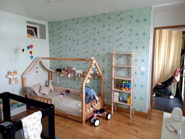 Chambre 2, 1 lit simple et un lit parapluie