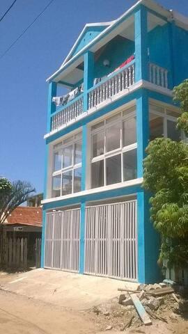 La maison bleu bazaribe