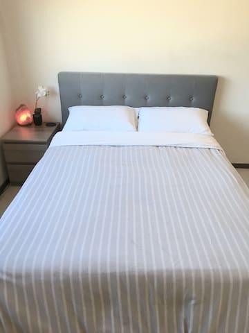 Master Bedroom & Bathroom - Los Angeles - Appartement en résidence