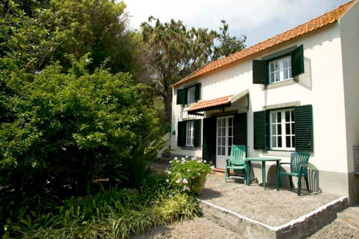 Sweet cottage on beautiful quinta near Funchal