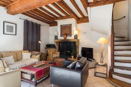Chambre dans maison de charme - Collonges-au-Mont-d'Or