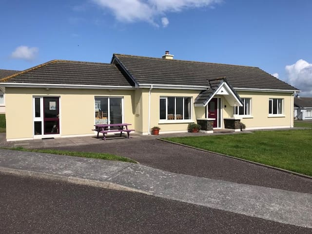 Superb holiday home Ballyheigue -Wild Atlantic Way