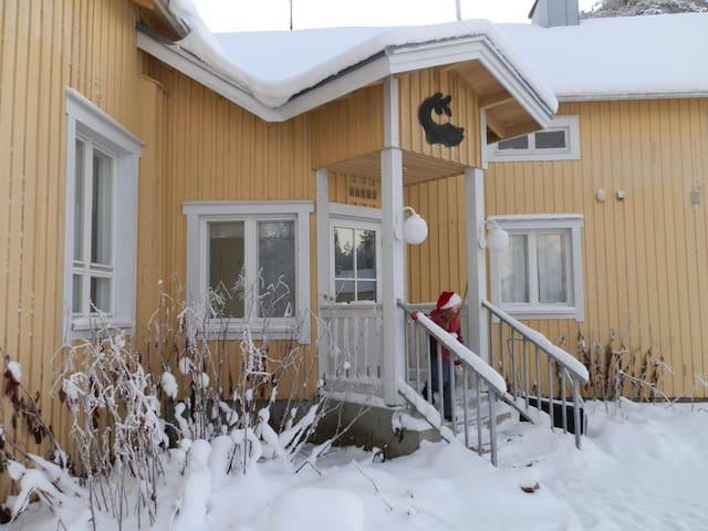 Kaksio talon yläkerrassa - Suomussalmi - Leilighet