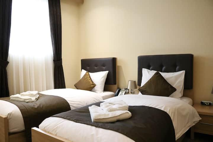 Shoreditch Inn Twin/Accessiable Room
