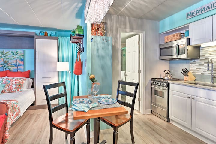 Enter this bright & cheery unit for a lovely stay!