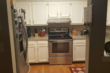 clean quiet room in private house - Williamsburg - House