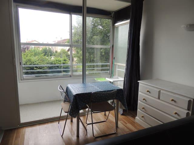 Studio proche de la maison de la danse et du tram - Lyon - Appartement