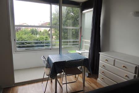Studio proche de la maison de la danse et du tram - Lyon