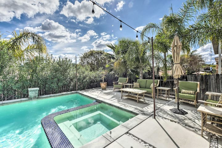 NEW! Luxurious Canyon Lake Home w/ Pool + Jacuzzi!