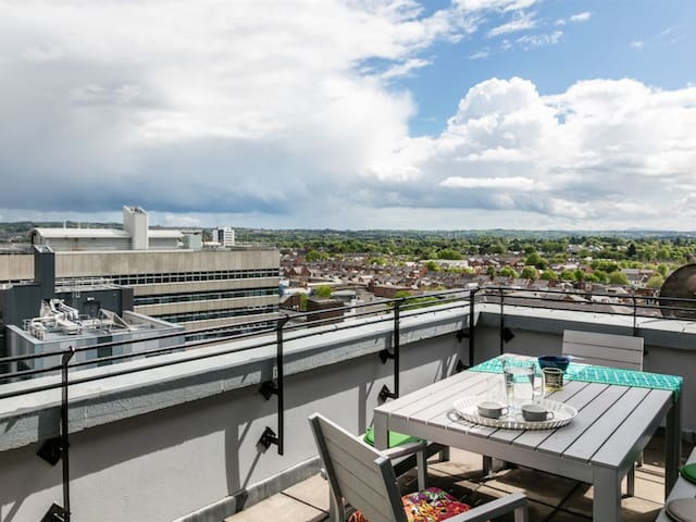 Stunning CityScape Penthouse with Panoramic Views