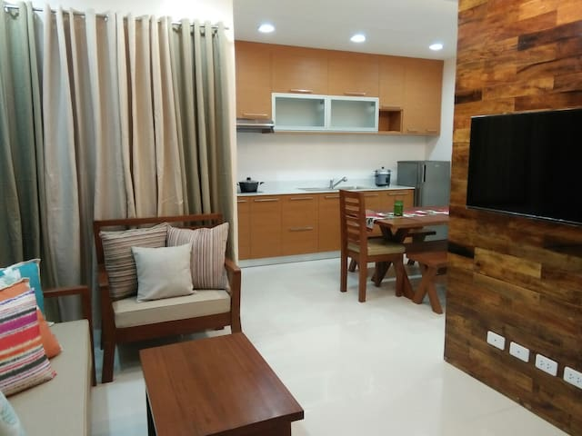 Door1:Homey&Cozy..10Mins.From AIRPORT - Davao City - Apartment