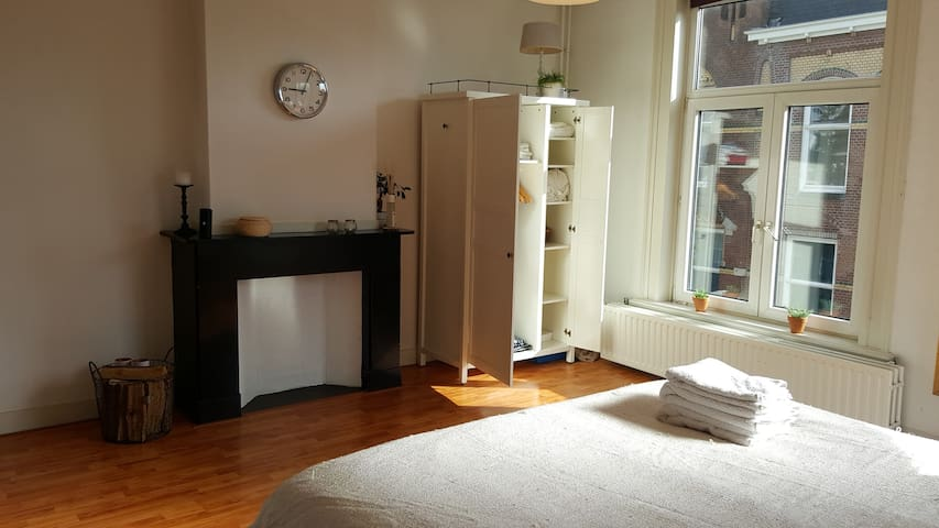 Spacious apartment in trendy prime location - Den Haag - Flat