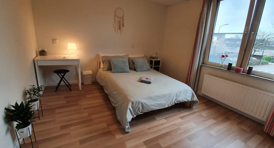 A) Clean Private Room near Utrecht&Amsterdam+2BIKE