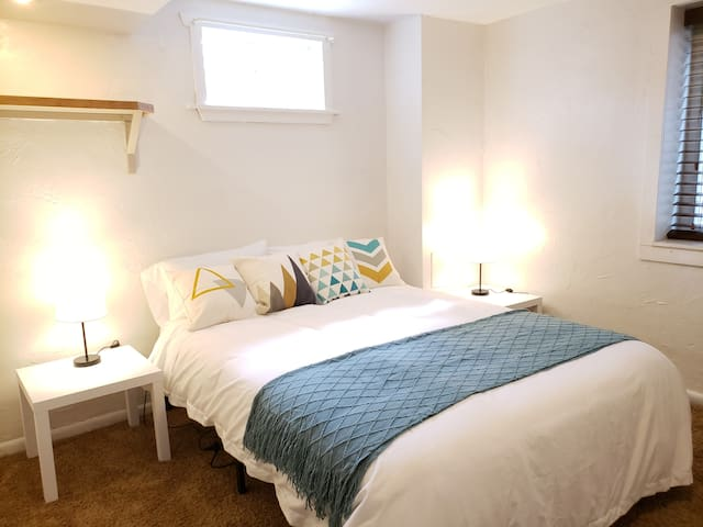 Charming & Spacious Washington Park Suite!