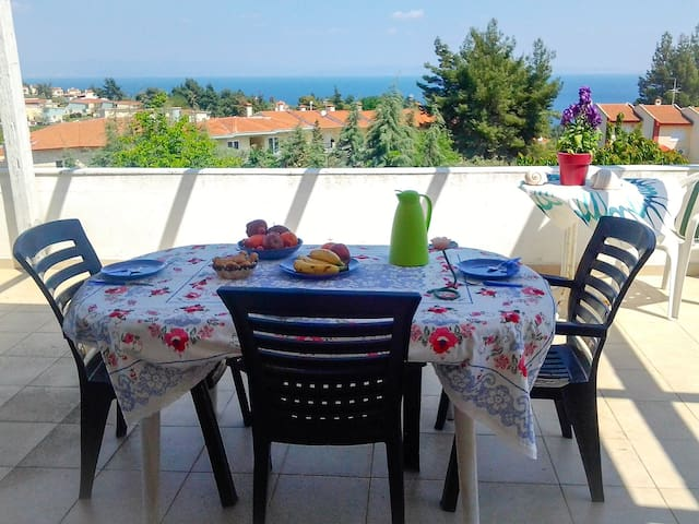 Olia View Apartment with a huge terrace sea view - Kriopigi - Appartement