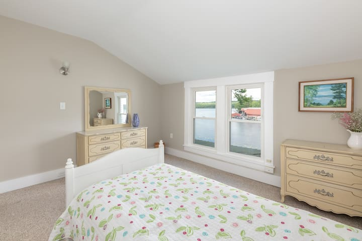 Bedroom 3 with a single bed and the view out to the lake