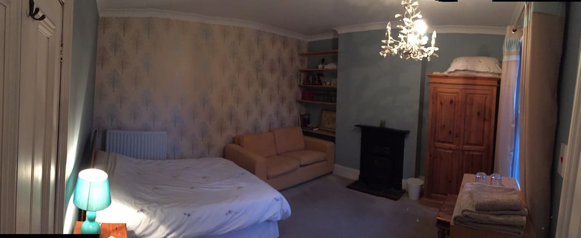 Large Ensuite - central Rugby - Rugby - Bed & Breakfast