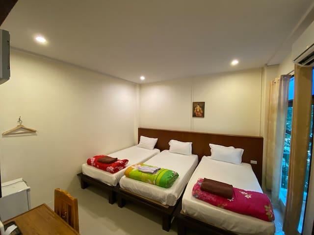 Jitra Resort Sukhothai, Superior Triple Beds Room