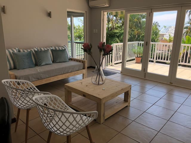 Palm Cove - a light and spacious apartment