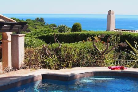 Sea view, heated pool, jacuzzi, walk to the beach