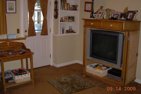 twin bedroom private bath private living area w TV - North Kingstown