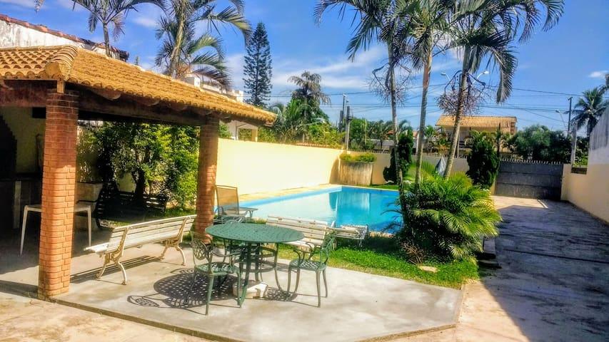 Casa com piscina e churrasqueira em Itanhaém