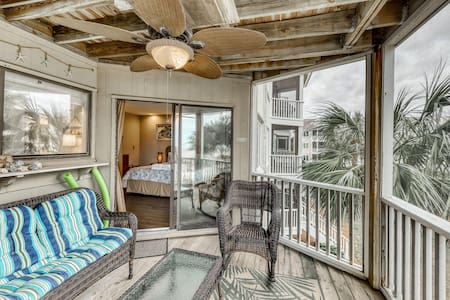 Memorable end unit w/shared pool with ocean views, shared grill, & more