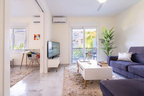 Ultra modern pet friendly apartment near the sea