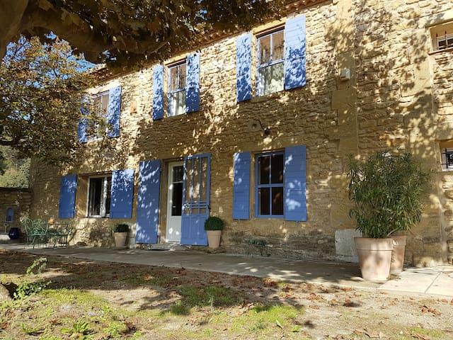 Petit Mas au cœur de la Provence - Cornillon-Confoux - Dům