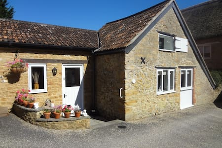 Converted Barn in Conservation Area of Village - Merriott - Ev
