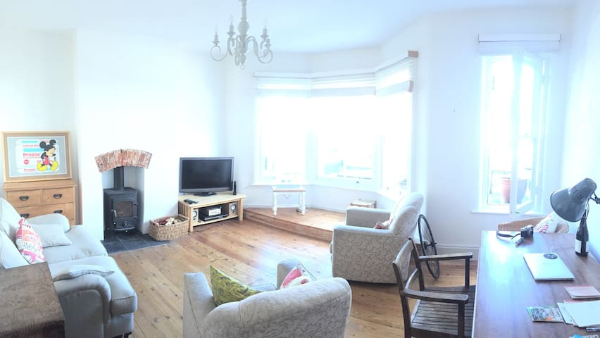 Two bed, two bath town centre maisonette w/ garden - Petersfield - Byt