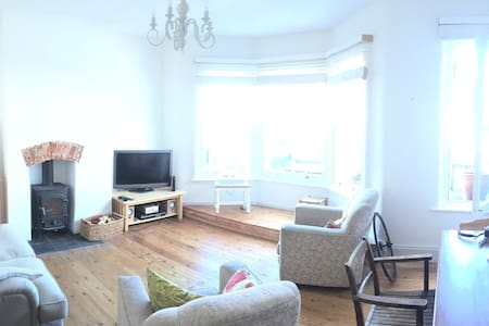 Two bed, two bath town centre maisonette w/ garden - Petersfield - Apartment