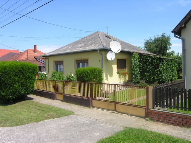 House for 4+1 persons in Balatonlelle R16762