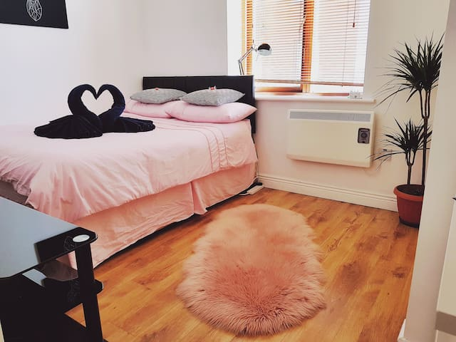 City Centre  Private Double Bedroom/Free Parking