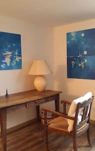 Belle chambre 20m2 sdb privative - Saint-Genis-les-Ollières - Hus
