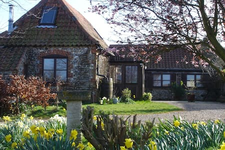 Charming converted barn nr Stiffkey, Norfolk coast