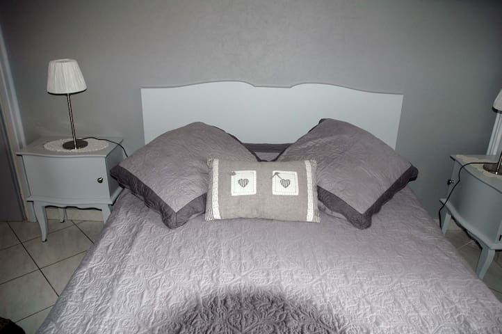 Chambre Printemps - Corbelin - Bed & Breakfast