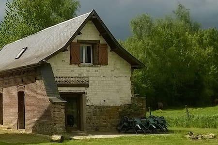 Abbaye de Clairfaye, gite de l'écurie - Varennes - House