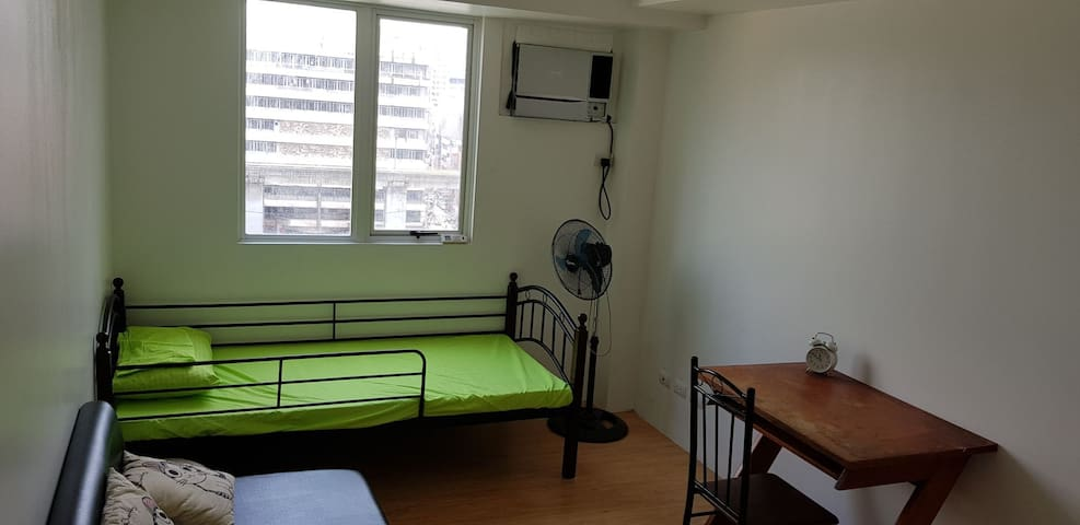near U-BELT&Divisoria studio unit with aircon